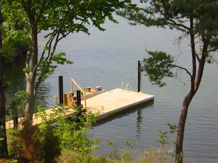 Floating private dock at Cedar Cabin